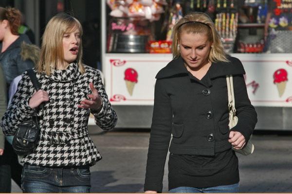 Stuur foto van Girls talk van Verenigd Koninkrijk als een gratis kaart