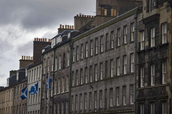 Spedire foto di Apartment buildings in Edinburgh di Regno Unito come cartolina postale elettronica
