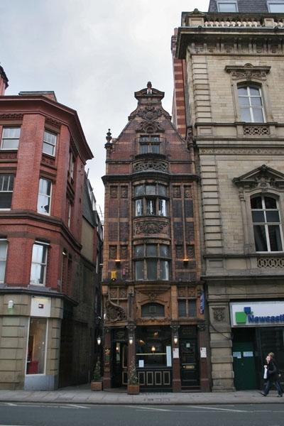 Spedire foto di Old houses in Manchester di Regno Unito come cartolina postale elettronica