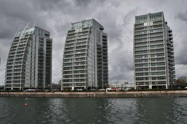 Envoyer photo de Modern buildings near Manchester de le Royaume-Uni comme carte postale électronique