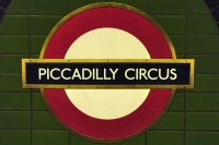 Foto van Sign at Piccadilly Circus Station - United Kingdom