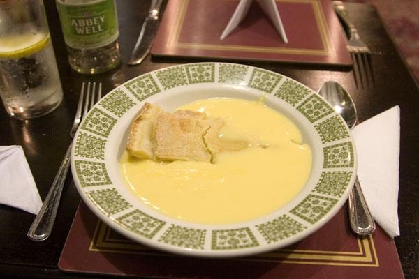 Spedire foto di Dessert in a Scottish restaurant: apple pie in vanilla sauce di Regno Unito come cartolina postale elettronica
