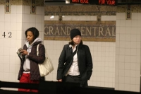Foto van Women waiting for a train at Grand Central Station - U.S.A.