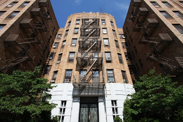 Send picture of Apartment building in New York from U.S.A. as a free postcard
