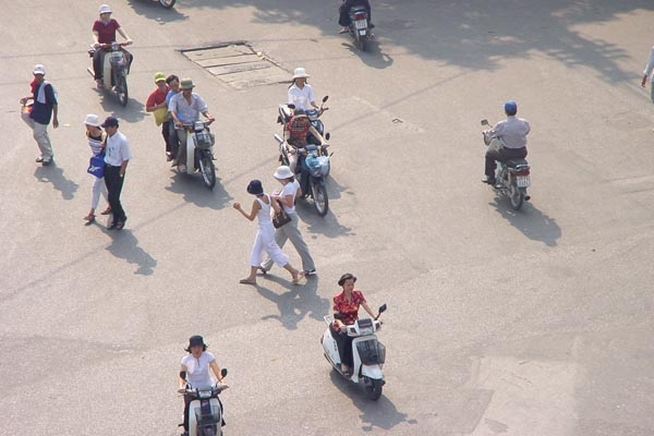 Send picture of Hanoi streetlife from Vietnam as a free postcard