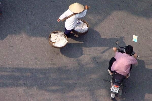 Send picture of Hanoi street from Vietnam as a free postcard