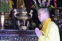 Foto van Buddhist monk praying near Hué - Vietnam