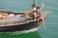Photo de Boys on a boat in Halong Bay - Vietnam