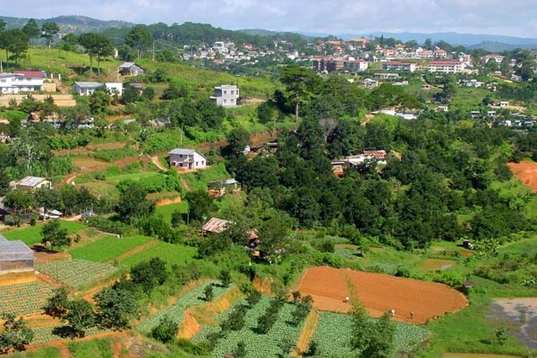 Send picture of Vietnamese houses near Dalat in south Vietnam from Vietnam as a free postcard