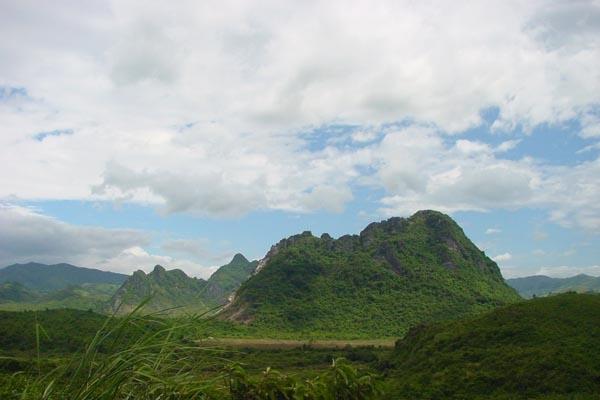 Envoyer photo de Hilly Vietnamese landscape de Vietnam comme carte postale électronique