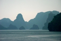 Photo de Rain in Halong Bay - Vietnam