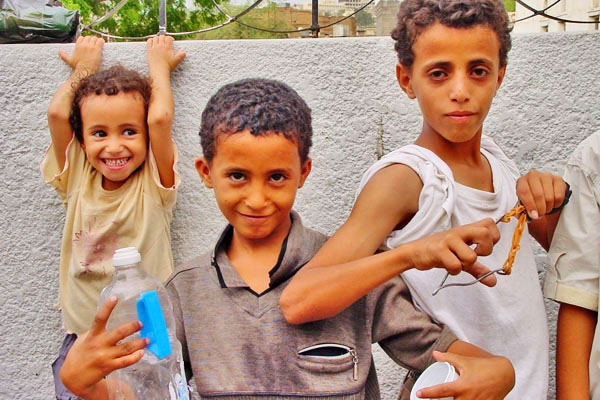 Send picture of Playful Yemeni children from Yemen as a free postcard