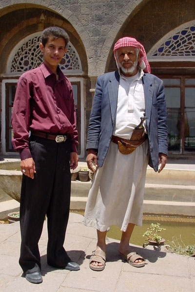Send picture of Men wearing traditional and modern clothes from Yemen as a free postcard