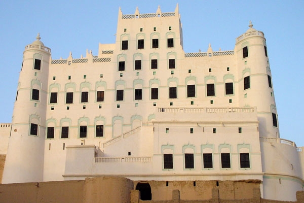 Send picture of Sultan's Palace in Say'un  from Yemen as a free postcard